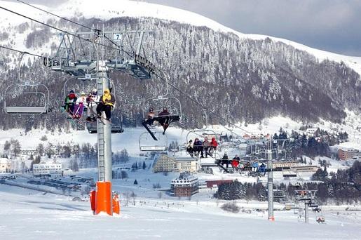 Архыз, горнолыжный курорт Романтик фото канатной дороги зимой.