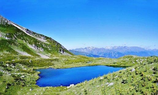 Архыз, на западе самая высокая гора Закзан-Сырт (3096 м)