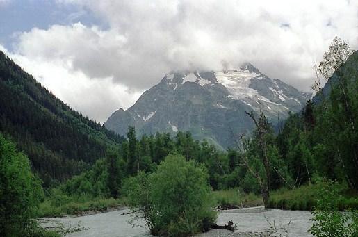 Самая высокая гора Пшиш (3790 м.) находится на юго-западе Архыза