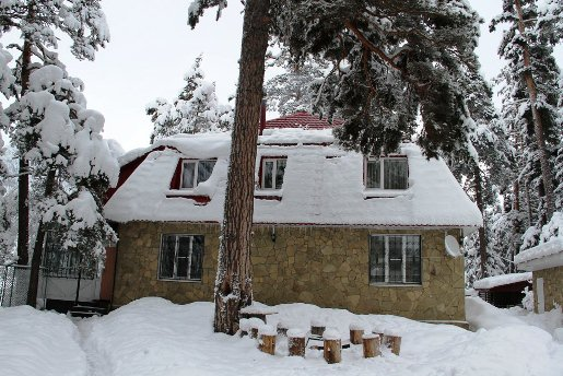 Архыз, так выглядит гостиница Кордон 09 зимой.